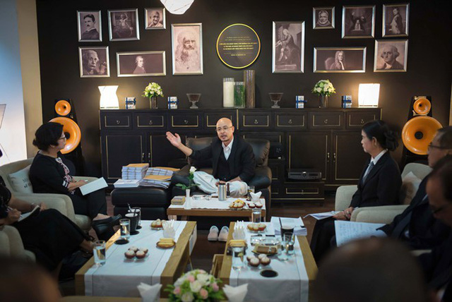 Sở hữu nghìn tỷ nhưng ông Đặng Lê Nguyên Vũ lại khiến dân tình xôn xao khi chỉ đi giày vải 75 ngàn đồng - Ảnh 8.