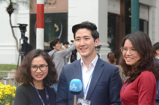 Dàn phóng viên Hàn Quốc và Nhật Bản bỗng dưng nổi tiếng trên mạng xã hội khi tác nghiệp tại hội nghị thượng đỉnh Mỹ - Triều - Ảnh 9.