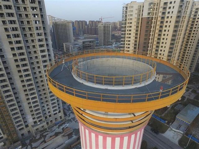 Tháp cao 100 mét này là cách Trung Quốc giải quyết được ô nhiễm không khí: giá 2 triệu đô/cái, tạo 10 triệu mét khối không khí sạch mỗi ngày - Ảnh 2.
