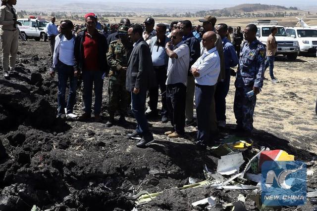 Hiện trường rơi máy bay thảm khốc ở Ethiopia: Thi thể nạn nhân la liệt, khung cảnh tang thương đầy ám ảnh - Ảnh 11.