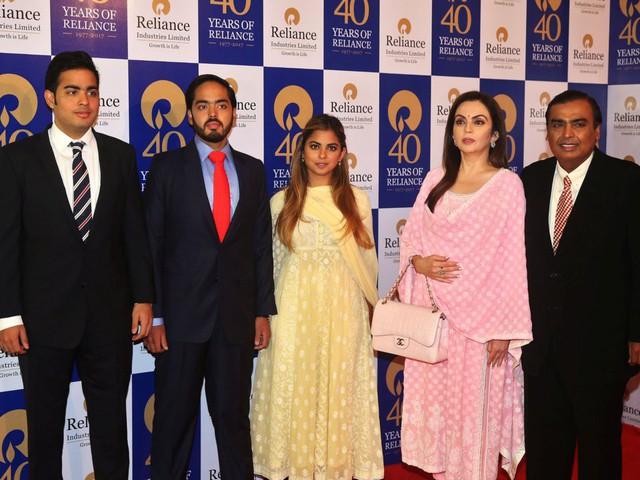 Gia đình Ấn Độ mời CEO Google, Hoa hậu Thế giới đến dự tiệc cưới giàu có và quyền lực cỡ nào? - Ảnh 2.