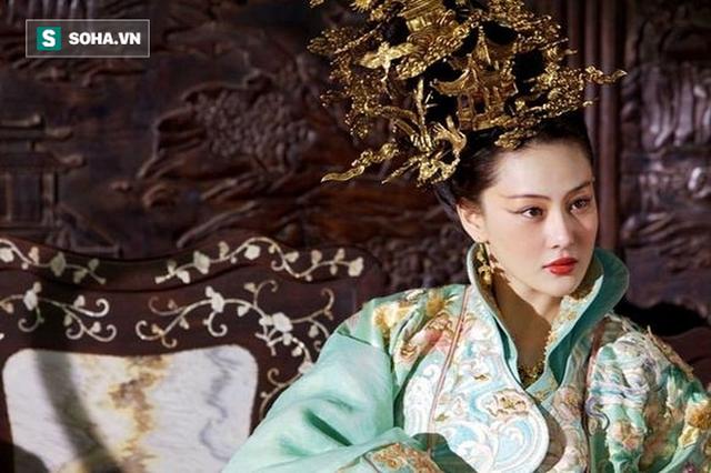 Thủ đoạn cao tay giúp nhũ mẫu đáng tuổi mẹ Hoàng đế trở thành phi tần độc sủng hậu cung - Ảnh 1.