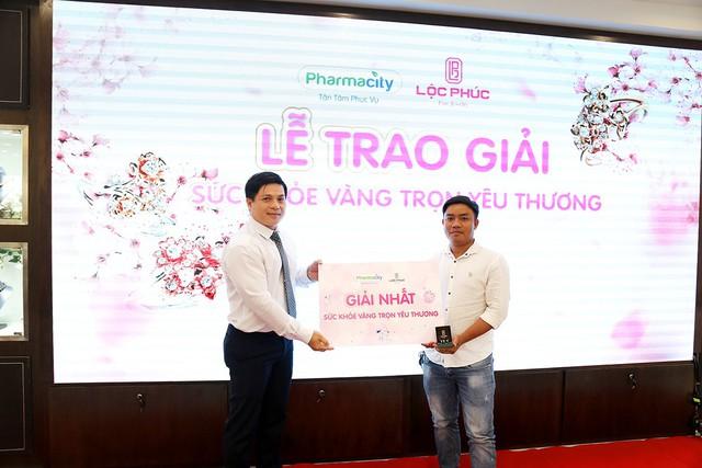 Pharmacity và Lộc Phúc trao giải vàng cho các khách hàng may mắn - Ảnh 2.