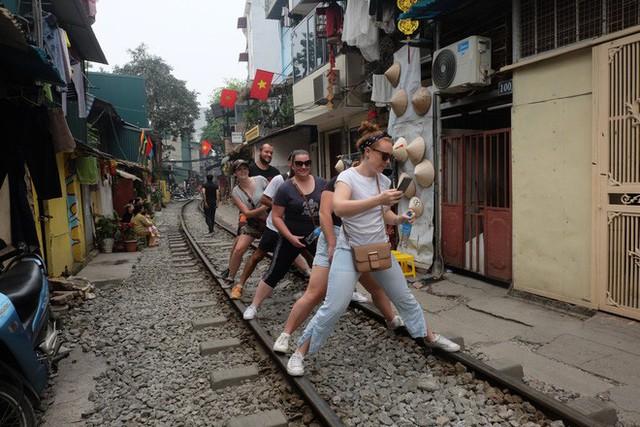 Hàng quán mọc lên san sát tại khu đường tàu Hà Nội nổi tiếng trên báo quốc tế - Ảnh 13.