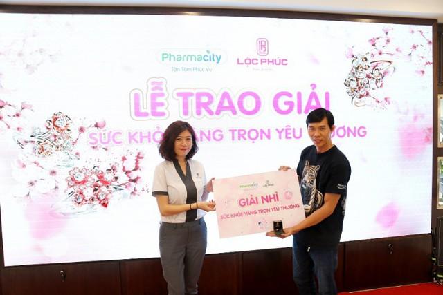 Pharmacity và Lộc Phúc trao giải vàng cho các khách hàng may mắn - Ảnh 3.
