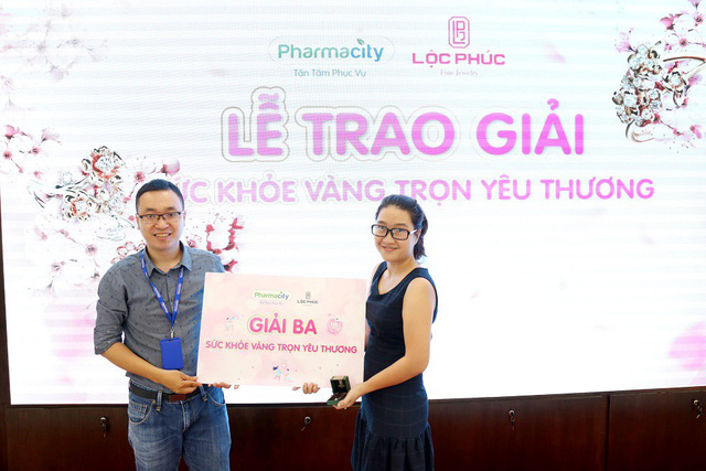 Pharmacity và Lộc Phúc trao giải vàng cho các khách hàng may mắn - Ảnh 6.