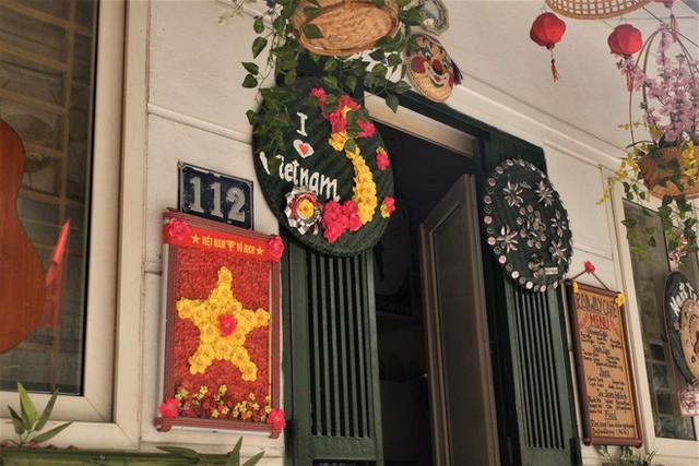 Hàng quán mọc lên san sát tại khu đường tàu Hà Nội nổi tiếng trên báo quốc tế - Ảnh 5.