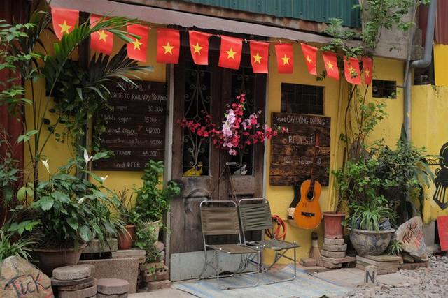 Hàng quán mọc lên san sát tại khu đường tàu Hà Nội nổi tiếng trên báo quốc tế - Ảnh 8.