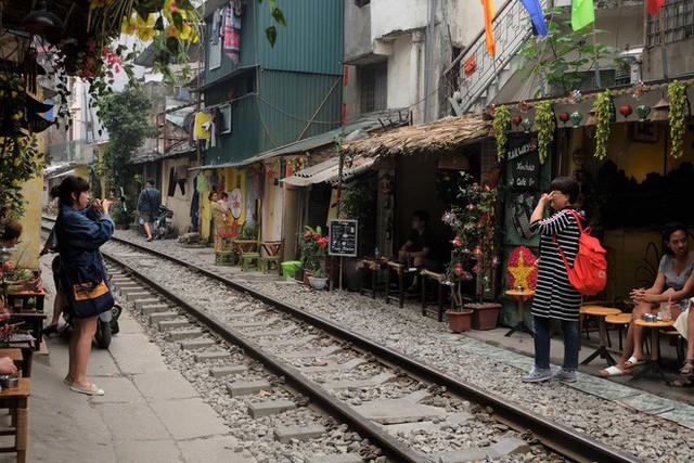 Hàng quán mọc lên san sát tại khu đường tàu Hà Nội nổi tiếng trên báo quốc tế - Ảnh 9.