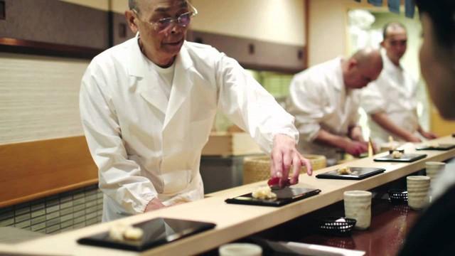 Điều gì khiến đầu bếp nổi tiếng Gordon Ramsay nói rằng: Chất lượng thức ăn Việt Nam quá cao so với giá thành! - Ảnh 2.