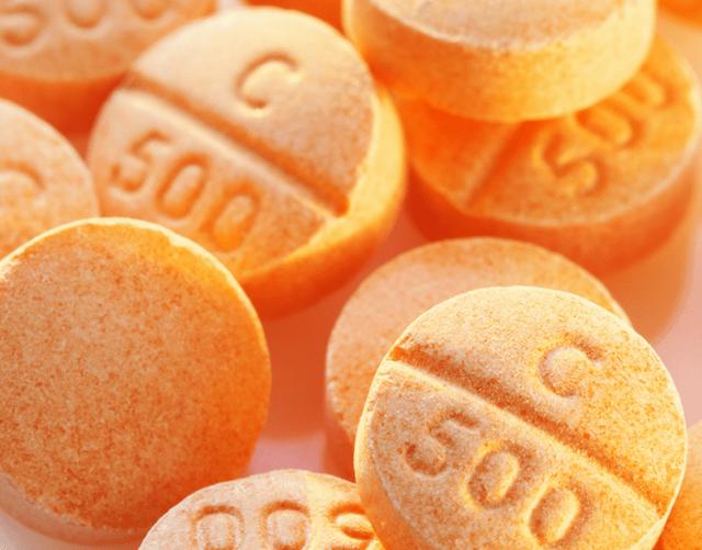 Sự thật về tác dụng thần kỳ của vitamin C trong phòng ngừa và chữa trị bệnh ung thư - Ảnh 2.