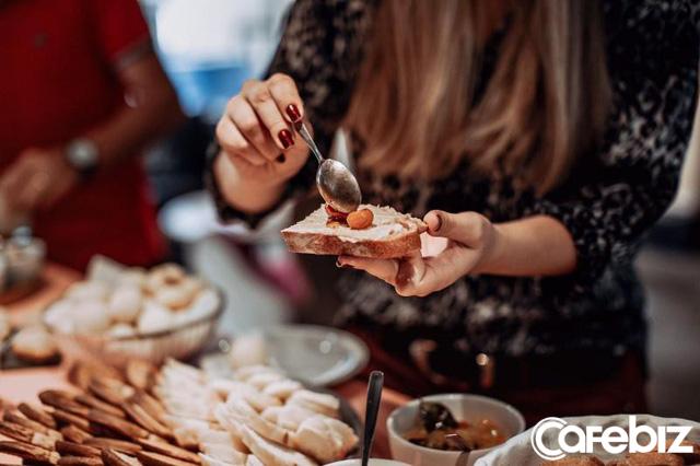 Chuyện công sở: Đừng bao giờ ăn trưa một mình, càng không bao giờ nên ăn nhanh tại bàn, hãy lập team - Ảnh 2.