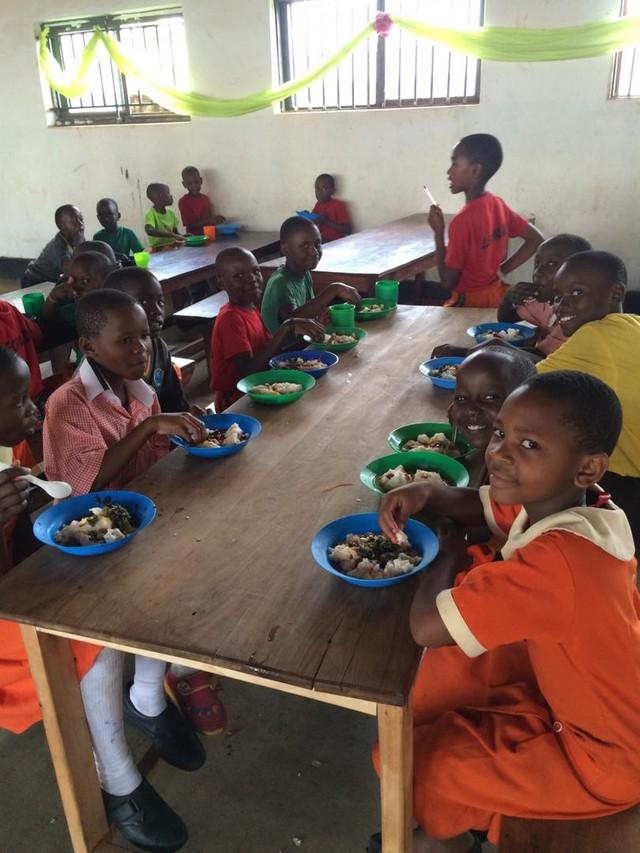 Ước mơ 50 xu và câu chuyện blockchain đưa những đứa trẻ nhịn đói Uganda trở lại trường học - Ảnh 5.