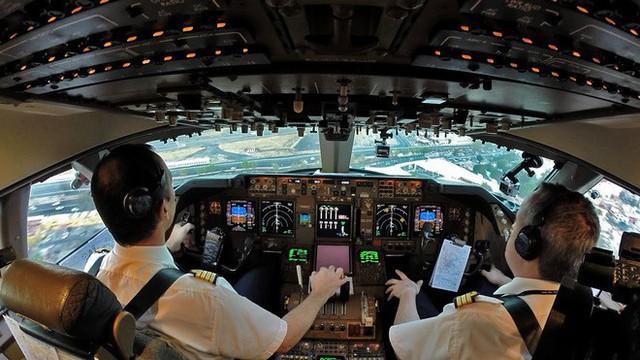 Giáo sư kinh tế học cho rằng Boeing 737 MAX nhiều công nghệ đến vậy chỉ là để... kiếm thêm nhiều tiền - Ảnh 2.