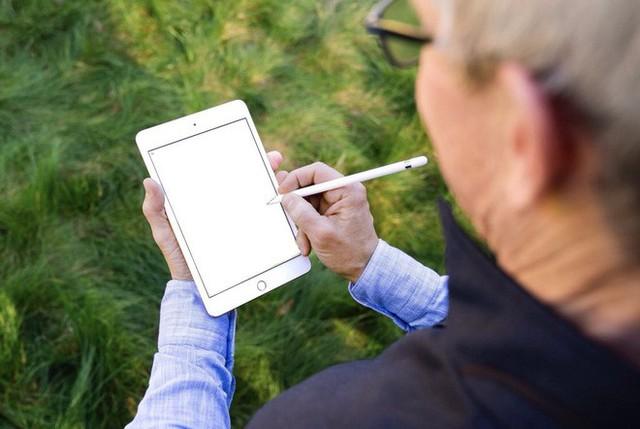 Tim Cook vừa khoe iPad mini 5 và Apple Pencil, dân tình đã kịp chế meme - Ảnh 7.
