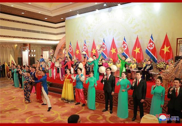 Tiệc chiêu đãi Chủ tịch Kim Jong-un tại Hà Nội qua ống kính phóng viên Triều Tiên - Ảnh 14.