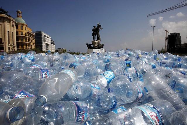 Tạp chí Business Insider: Nước đóng chai chính là cú lừa lớn nhất thế kỷ 21 - Ảnh 14.