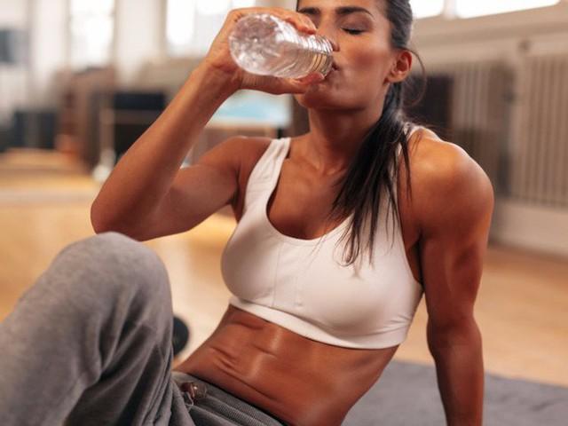 Tạp chí Business Insider: Nước đóng chai chính là cú lừa lớn nhất thế kỷ 21 - Ảnh 4.