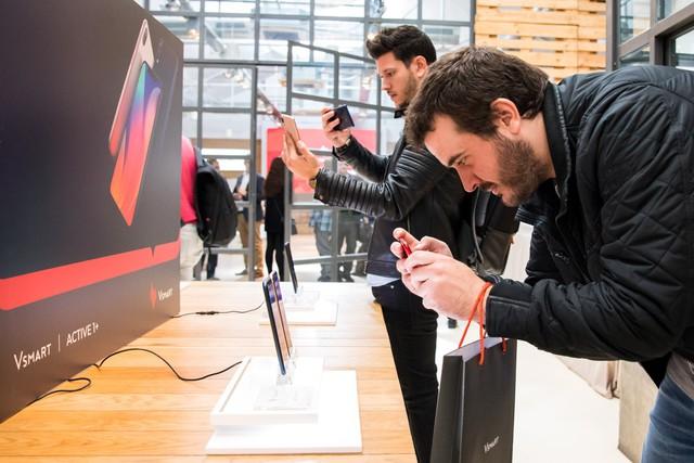 Vingroup bắt đầu bán điện thoại Vsmart tại Tây Ban Nha - Ảnh 1.