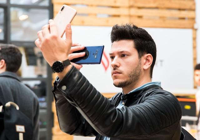 Vingroup bắt đầu bán điện thoại Vsmart tại Tây Ban Nha - Ảnh 2.