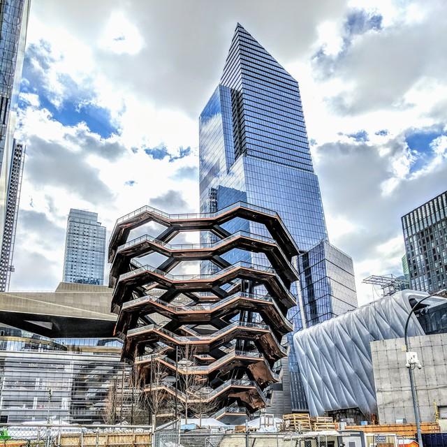 Ghé thăm toà nhà mới nổi được ví như siêu kiến trúc của New York, phức tạp và đau đầu hơn tất cả người yêu cũ của bạn cộng lại - Ảnh 1.