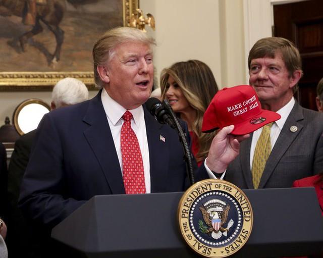 Nguyên tắc ngầm Tổng thống Mỹ không đội mũ và ngoại lệ độc nhất mang tên Donald Trump - Ảnh 5.