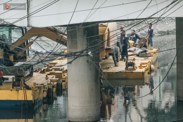 Đường đi bộ ven sông Tô Lịch: Xe máy phi ầm ầm dù có biển cấm, xe đạp vượt 3 hàng rào sắt trong ức chế - Ảnh 16.
