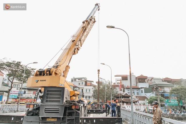 Đường đi bộ ven sông Tô Lịch: Xe máy phi ầm ầm dù có biển cấm, xe đạp vượt 3 hàng rào sắt trong ức chế - Ảnh 17.