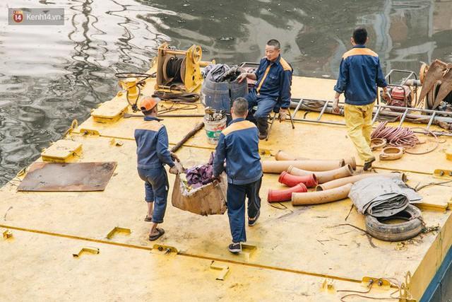 Đường đi bộ ven sông Tô Lịch: Xe máy phi ầm ầm dù có biển cấm, xe đạp vượt 3 hàng rào sắt trong ức chế - Ảnh 18.
