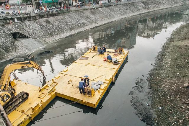 Đường đi bộ ven sông Tô Lịch: Xe máy phi ầm ầm dù có biển cấm, xe đạp vượt 3 hàng rào sắt trong ức chế - Ảnh 19.