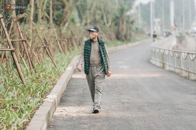 Đường đi bộ ven sông Tô Lịch: Xe máy phi ầm ầm dù có biển cấm, xe đạp vượt 3 hàng rào sắt trong ức chế - Ảnh 22.