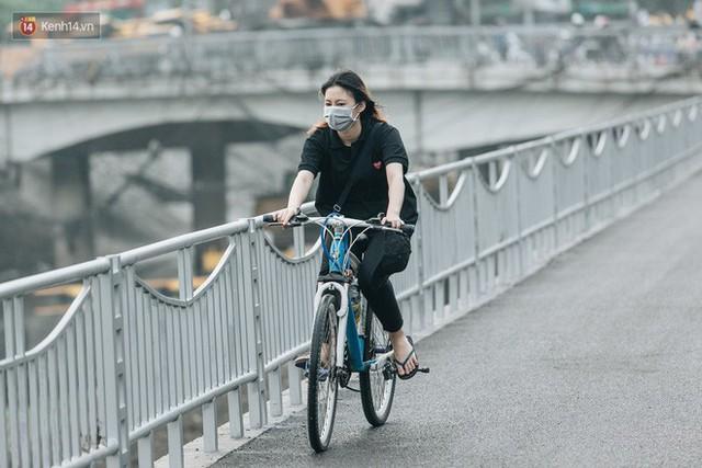 Đường đi bộ ven sông Tô Lịch: Xe máy phi ầm ầm dù có biển cấm, xe đạp vượt 3 hàng rào sắt trong ức chế - Ảnh 23.