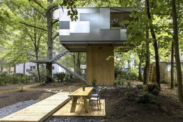 Ngắm ngôi nhà trên cây đẹp lãng mạn giữa đồi núi mênh mông - Ảnh 4.