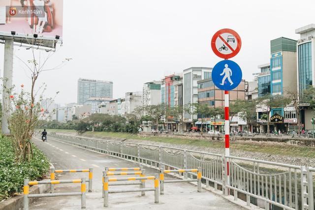 Đường đi bộ ven sông Tô Lịch: Xe máy phi ầm ầm dù có biển cấm, xe đạp vượt 3 hàng rào sắt trong ức chế - Ảnh 7.