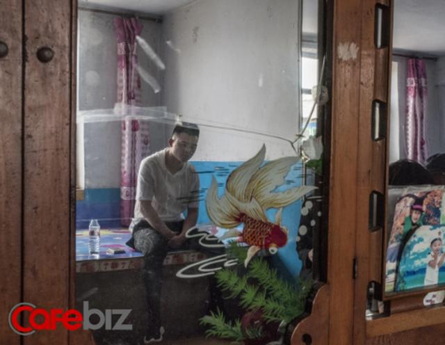 Góc tối của những streamer Trung Quốc kiếm 100.000 USD/tháng: 'Chôn vùi' thanh xuân ở studio, mệt mỏi chán nản nhưng lúc nào cũng đeo mặt nạ vui vẻ trước camera - Ảnh 2.
