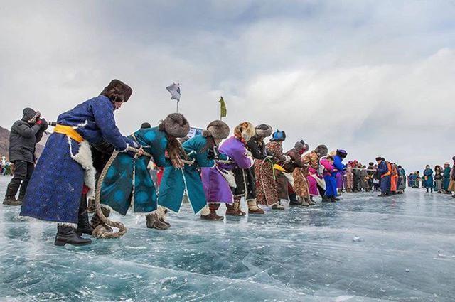 Lễ hội trên hồ đóng băng kỳ lạ của người Mông Cổ: Lạnh kinh hoàng nhưng đẹp đến mê mẩn - Ảnh 11.