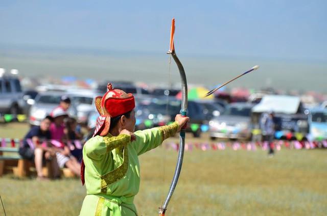 Lễ hội trên hồ đóng băng kỳ lạ của người Mông Cổ: Lạnh kinh hoàng nhưng đẹp đến mê mẩn - Ảnh 13.