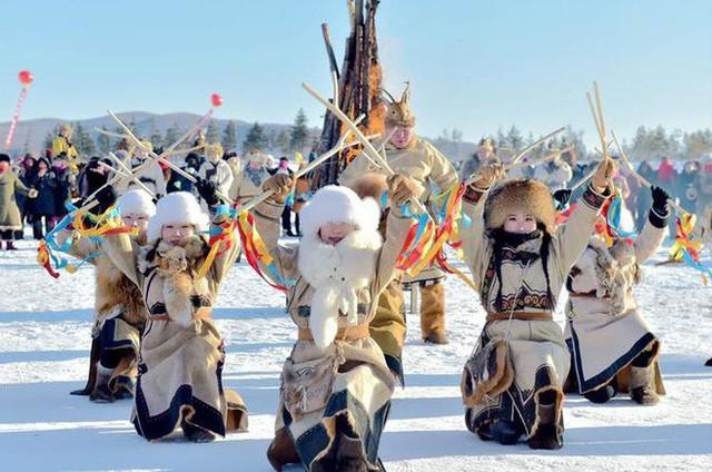 Lễ hội trên hồ đóng băng kỳ lạ của người Mông Cổ: Lạnh kinh hoàng nhưng đẹp đến mê mẩn - Ảnh 15.