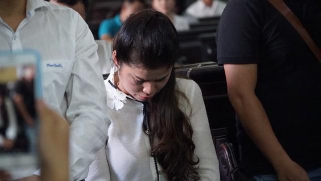 Bà Lê Hoàng Diệp Thảo nói Bản án quá bất công với mẹ con chúng tôi, lập tức ra về sau phán quyết của tòa - Ảnh 1.