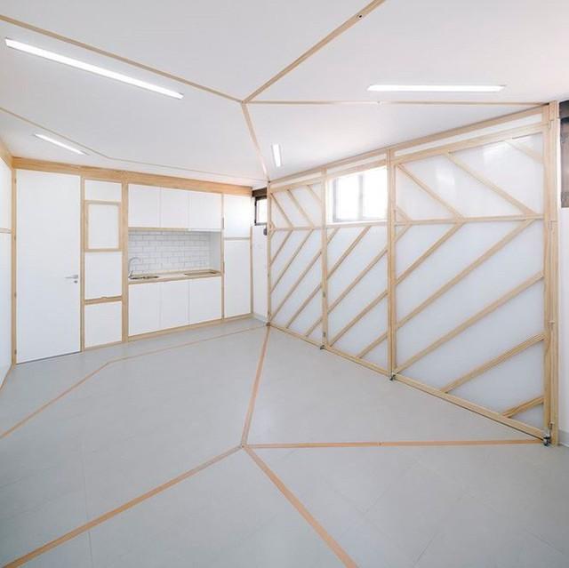 Nhà nhỏ bỗng rộng thênh thang nhờ thiết kế thông minh - Ảnh 2.