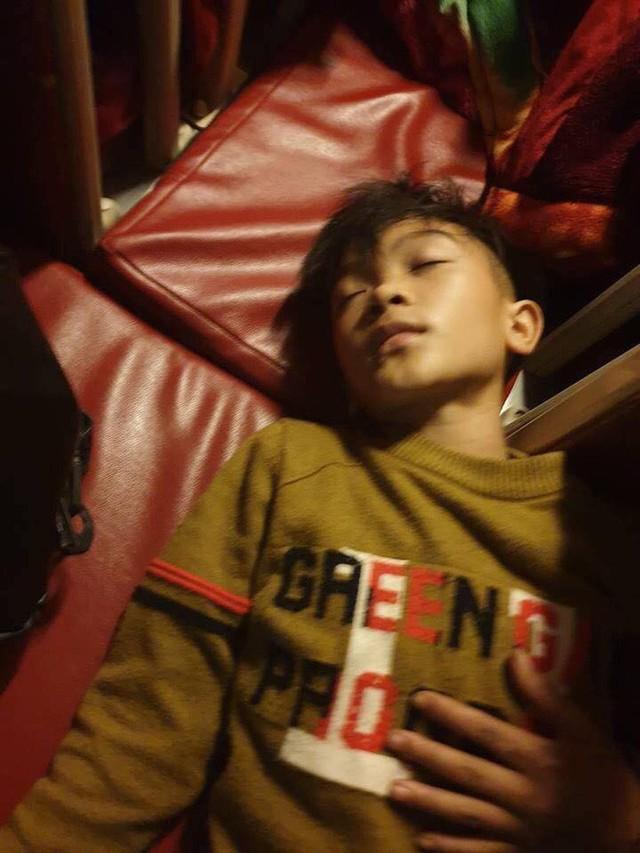 Mẹ bật khóc vì con trai 13 tuổi đạp xe không phanh vượt 100km từ Sơn La tới Hà Nội thăm em bị ốm: May mắn là con không sao... - Ảnh 5.