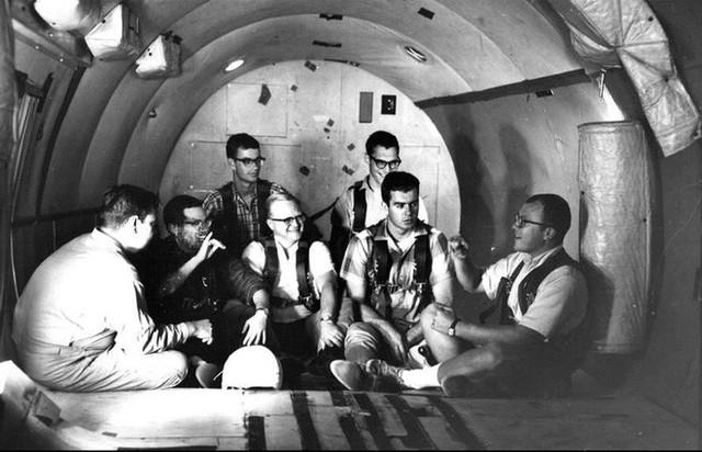 NASA có thể đưa phi hành gia ra Vũ trụ là nhờ 11 người đàn ông khiếm thính - Ảnh 2.
