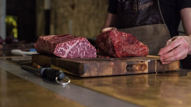 Thịt bò để lâu đến mức lên mốc hoá ra lại là niềm tự hào của nhiều nhà hàng steak nổi tiếng - Ảnh 4.