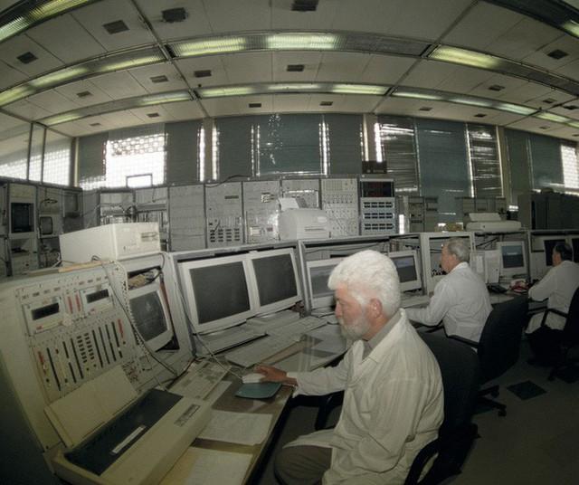 Chuyện gì xảy ra với nhà khoa học từng chui đầu vào máy gia tốc hạt? - Ảnh 2.