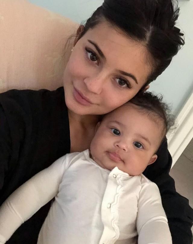 Kylie Jenner, em gái cô Kim siêu vòng 3, nữ tỷ phú tự thân trẻ nhất mọi thời đại của Forbes: Năm 30 tuổi tôi muốn có gia đình nhỏ, cùng về quê nuôi gà - Ảnh 1.