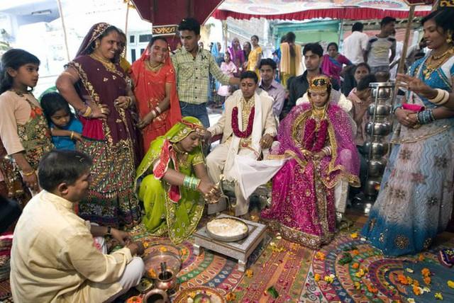 Soi vào những đám cưới dát vàng ở Ấn Độ để thấy sự xa hoa có lí lẽ của nó - Ảnh 7.