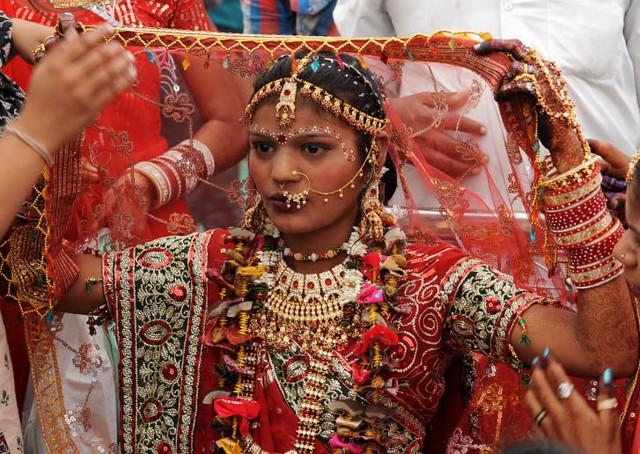 Soi vào những đám cưới dát vàng ở Ấn Độ để thấy sự xa hoa có lí lẽ của nó - Ảnh 9.