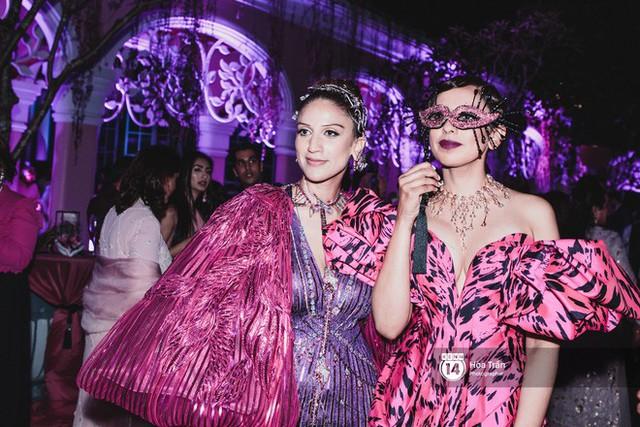 Cặp đôi tỷ phú Ấn Độ lộng lẫy cùng các khách mời đại gia vào đêm tiệc Pink Party đầu tiên ở Phú Quốc - Ảnh 9.