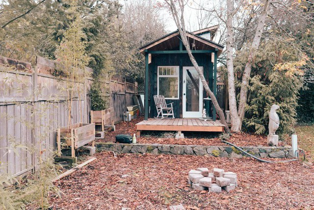 Tham quan ngôi nhà chưa tới 10m2 của một nhiếp ảnh gia Canada, với triết lý sống không gian xanh và sạch - Ảnh 1.