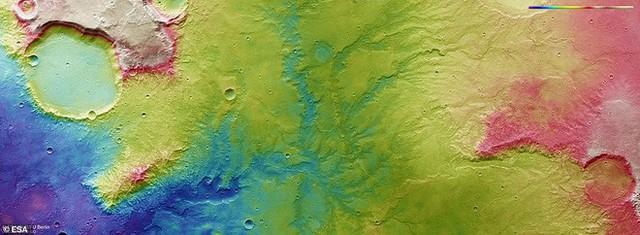 Hình chụp Sao Hỏa từ vệ tinh cho thấy vết tích những dòng sông cổ có tuổi thọ cả tỷ năm - Ảnh 2.